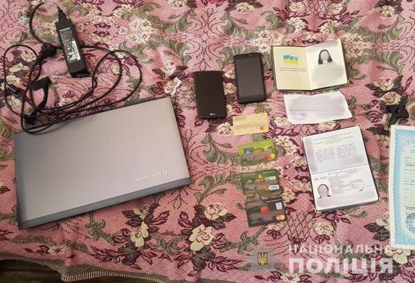 Все документы, ноутбук и телефоны отправили ее на экспертизу