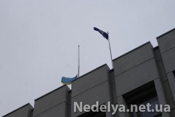 Флаг Украины сняли, вывесив вместо него флаг Алчевска