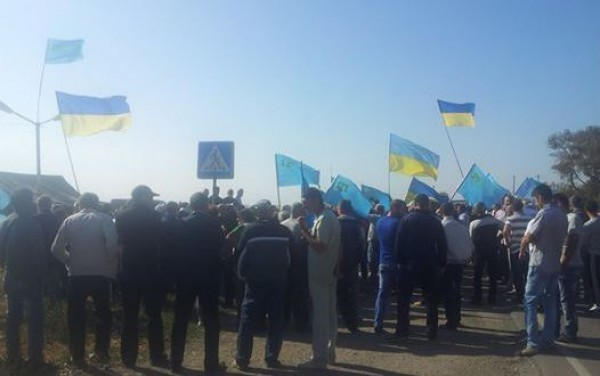 Чубарова обступили активисты