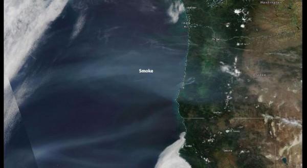 Дым движется вглубь американского континента