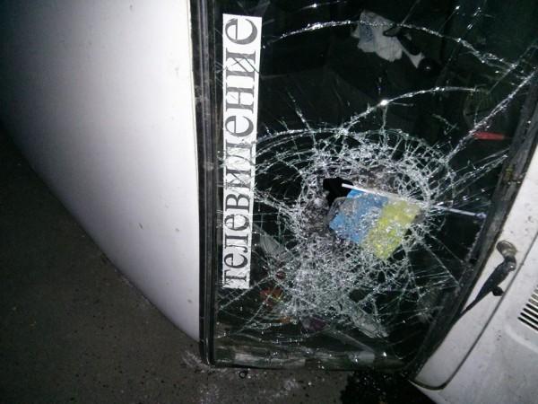 Антимайдановцы разбили и перевернули машину телевизионщиков