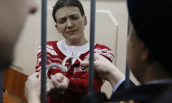 Савченко могут кормить насильно