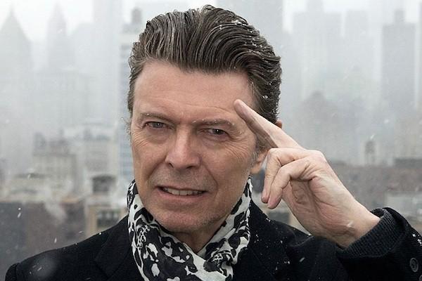 Британский рок-музыкант Дэвид Боуи умер от рака на 70-м году своей жизни