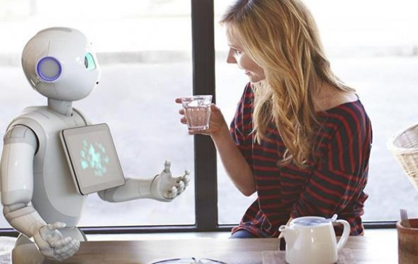 Робот Pepper может распознавать человеческие эмоции, язык жестов и тела