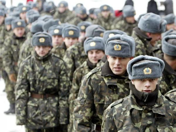Из Крыма вывели уже более тысячи военных