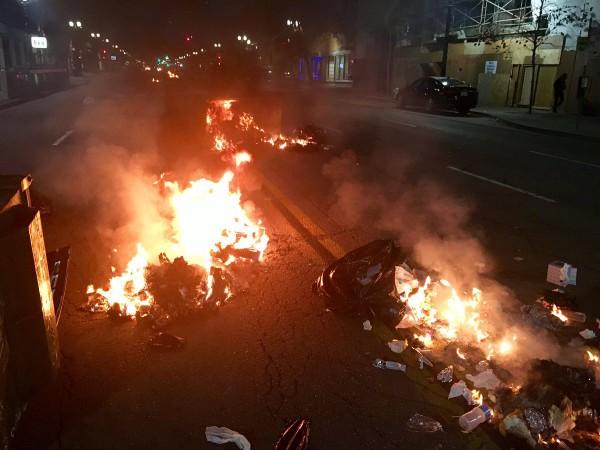 На улицах городы начались поджоги