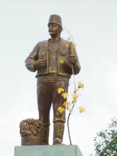 Ленина переодели в национальную одежду болгар