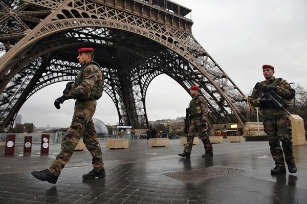 в Париже опять взяли заложников