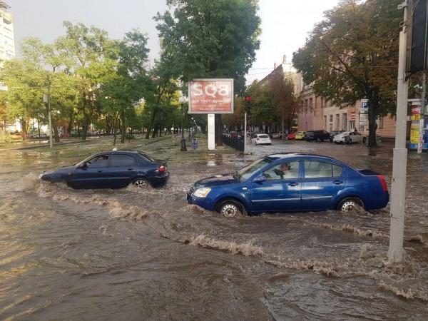 Машины добирались вплавь