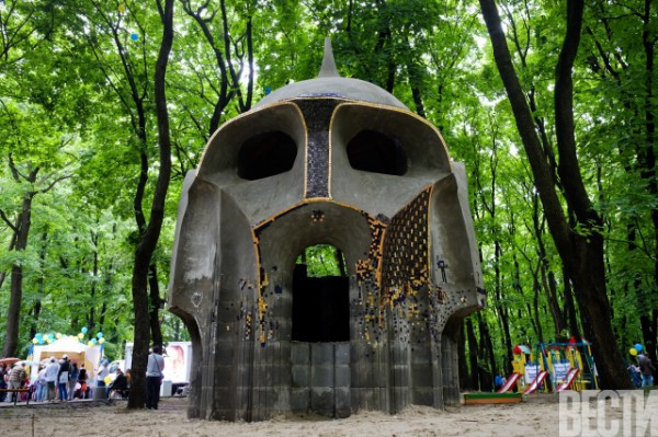 Новая скульптура в парке Пушкина / vesti.ua
