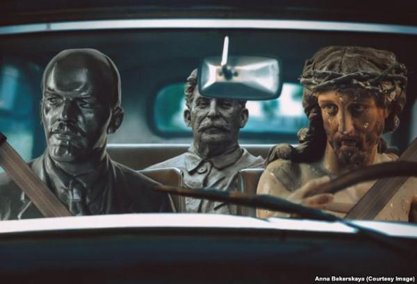 Создавая серию коллажей, художница борется с собственным чувством отвращения к таким проявлениям