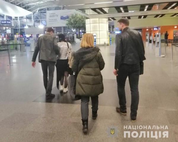 Жертв и нарушительницу задержали в аэропорту