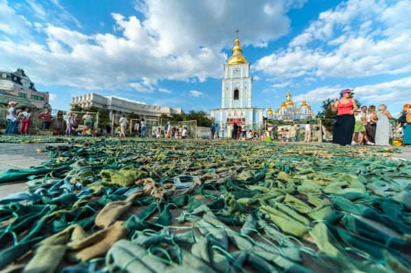 На Михайловской площади сплели самую большую сетку