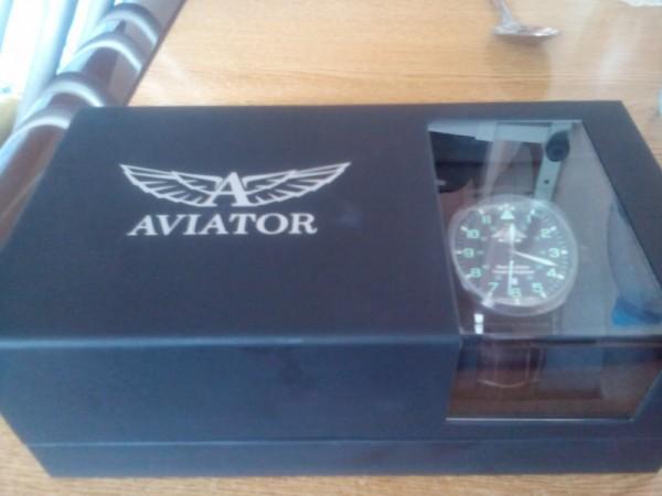Шойгу подарил Усову часы с эмблемой Министерства обороны России