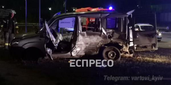 Пассажиров из Фиата вырезали спасатели