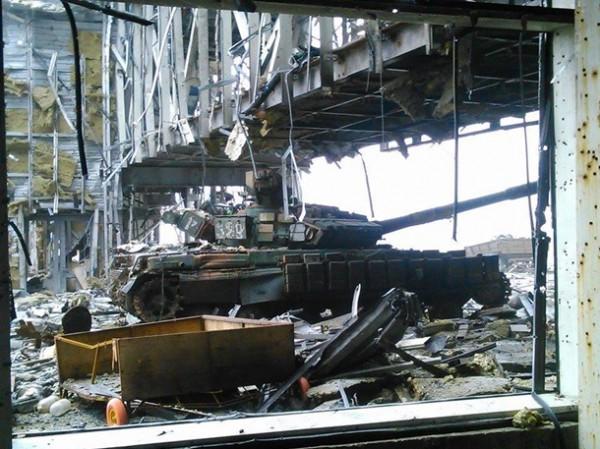 """""""Киборги"""" показали руины донецкого аэропорта"""