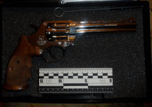В квартире был найден украденный пистолет