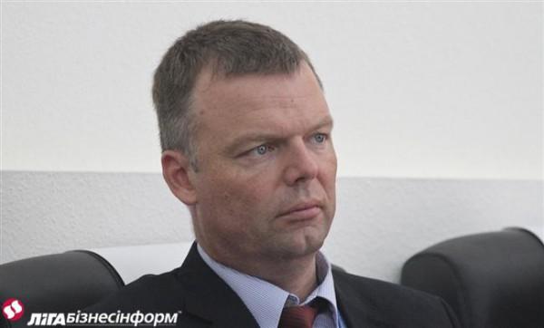 Хуг заявил, что боевики не отводят вооружение