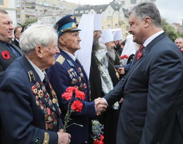 Порошенко поздравил ветеранов Второй мировой войны