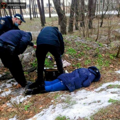 В парке Киева нашли труп женщины