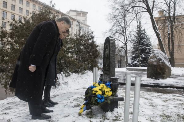 Порошенко почтил память Нигояна и Жизневского