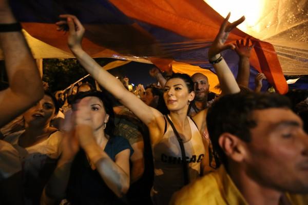 В Ереване продолжат акцию протеста