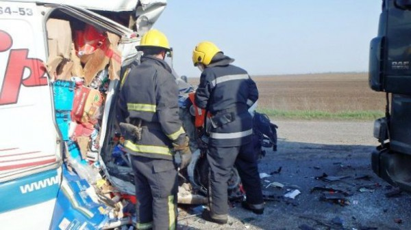 Спасатели доставали погибшего пассажира из-под обломков