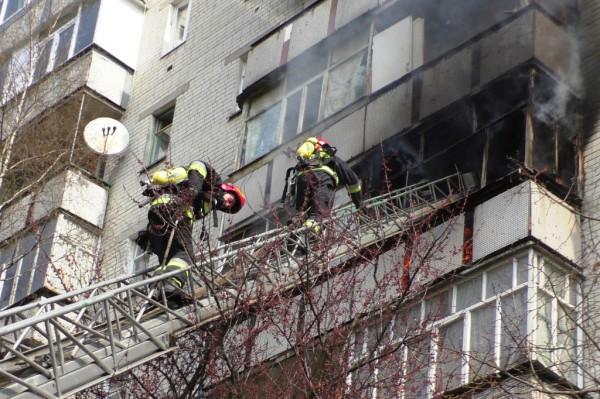 15 спасателей тушили огонь