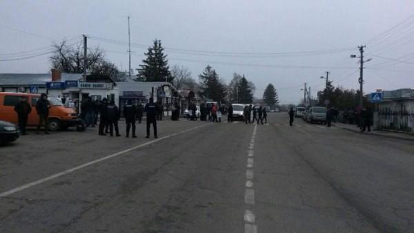 Заблокирована дорога к пункту пропуска Рава-Русская – Гребенное