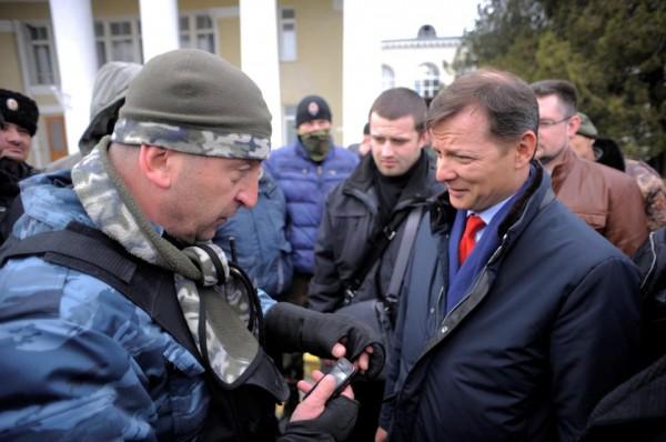 Олега Ляшко держат под стражей в крымском аэропорту