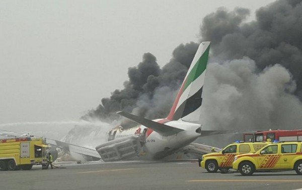 Ваэропорту Дубая аварийно сел самолет Emirates Airlines
