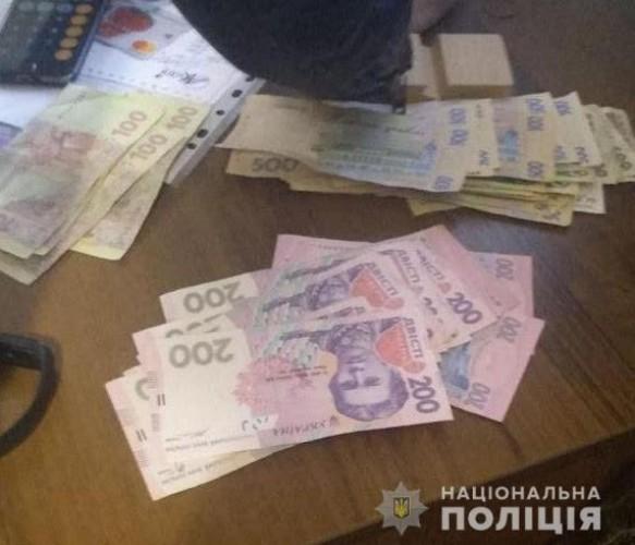 Деньги получал в несколько этапов