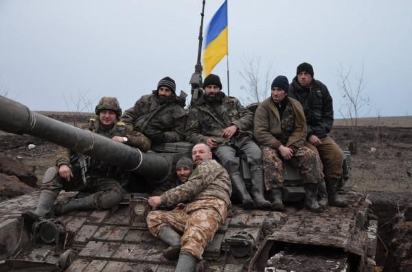 На захваченной боевой машине сразу повесили украинский флаг
