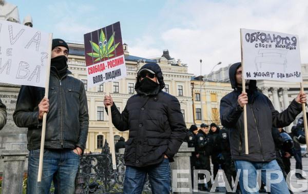 Вдраку между ультраправыми и любителями легалайза на«Конопляном марше» вмешалась милиция