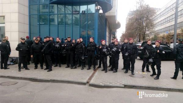 Для охраны суда было задействовано около 40 полицейских