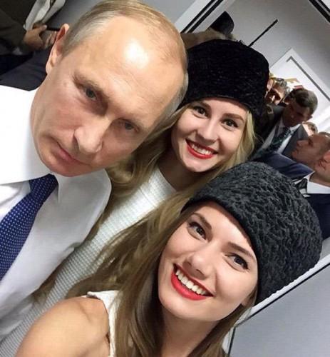 Девушка попросила президента сделать фото несмотря на запреты охраны