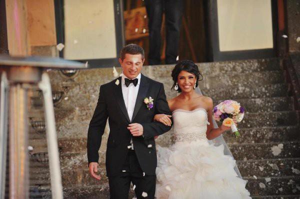 Санта Димопулос продает свое свадебное платье