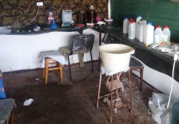 Нарколабораторию устроили в одном из гаражей