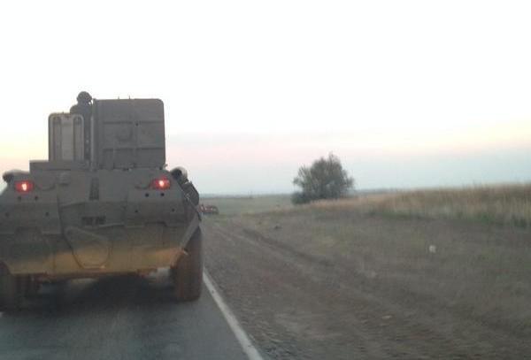 Колонна российских БТР движется в сторону Украины