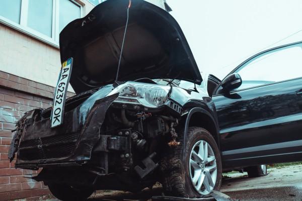 Фольксваген сбил пешехода и вылетел на обочину