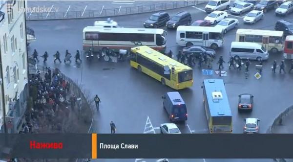 На площади Славы маневры силовиков и Антимайдана