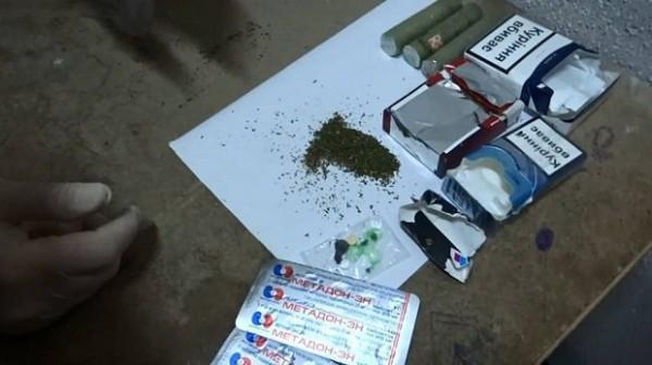 Инспектора задержали при очередной попытке пронести в СИЗО наркотические средства.