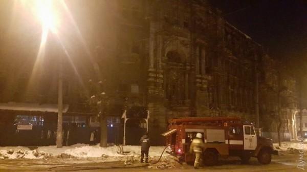 По заявлениям очевидцев здание горело в двух местах