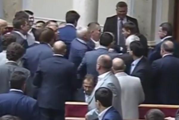 Очередная драка в парламенте