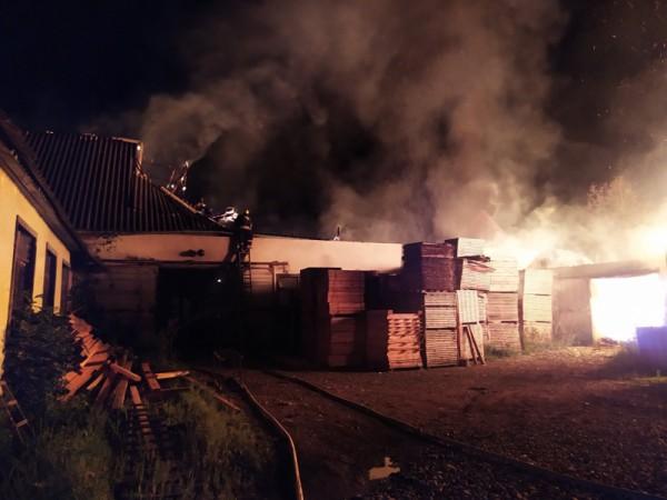С огнем боролись 3 пожарных подразделения