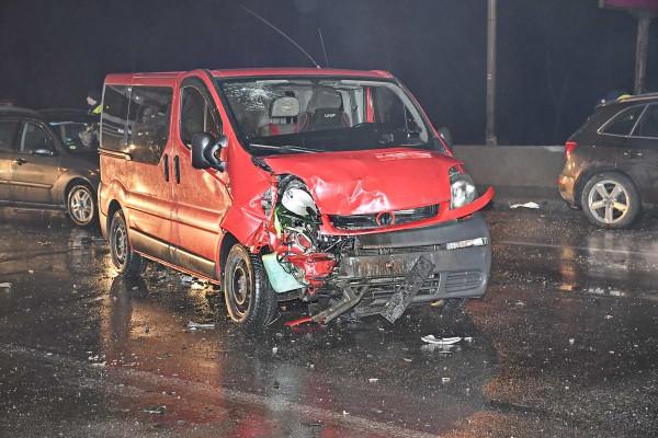 Из-за водителя Мерседеса в ДТП попали четыре авто