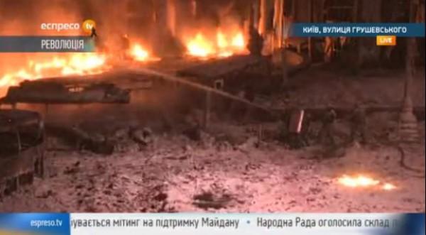 Киев горит. Огонь тушат всеми доступными способами