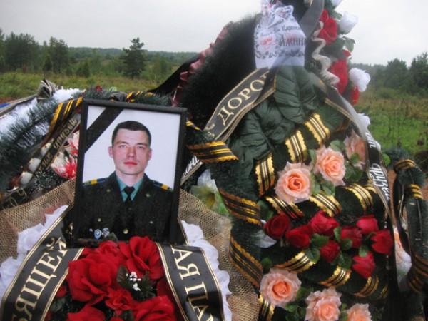 В разговоре упоминается имя ВДВ-шника Кичаткина, похороненного 25 августа