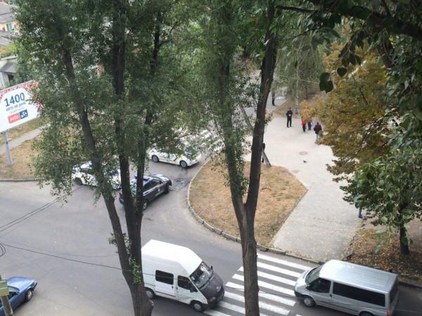 Правоохранители в Днепре блокировали дом с подозреваемым в убийстве полицейских