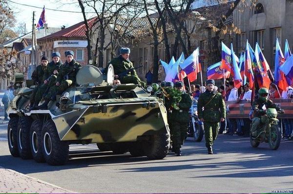 Жители Луганска приветствовали сепаратистов